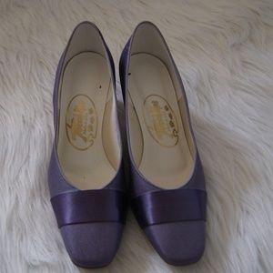 *1 hour sale*Touch Ups satin violet heels sz 8.5M
